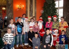 Uczniowie SP13 na Marszałkowych Mikołajkach