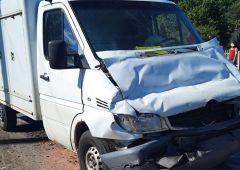 Zderzenie busa kursowego z  samochodem  dostawczym w Michniowie