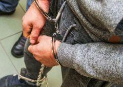 """Policjant """"na wolnym"""" zatrzymał poszukiwanego"""