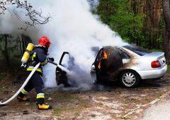 Pożar samochodu osobowego Audi A4 na ul. Partyzantów w Skarżysku-Kamiennej