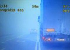 Niebezpieczny manewr w gęstej mgle