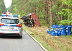Kolizja ciężarówki przewożącej butle z gazem