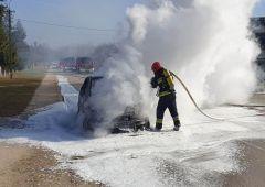 Pożar samochodu osobowego w Suchedniowie i w Skarżysku – Kamiennej