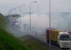 Pożar naczepy samochodu ciężarowego na trasie S-7