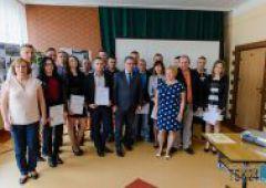 """Uczestnicy projektu """"Poszerzamy wiedzę i horyzonty - praktyki zawodowe w Wielkiej Brytanii"""" otrzymali certyfikaty"""