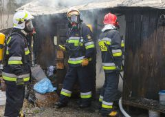 Trzy osoby poszkodowane w pożarze przy ulicy Dobrej