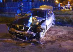 Zderzenie BMW z latarnią oświetleniową w Skarżysku-Kamiennej