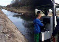 5-letni chłopiec bez opieki nad rzeką - opiekunowie pijani w domu