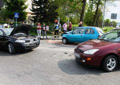 Zderzenie trzech samochodów - 4 osoby w szpitalu