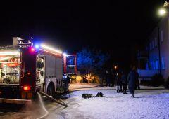 Groźny pożar w budynku wielorodzinnym na os. Bór