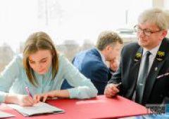 PLK inwestują w kolejowe szkolnictwo - stypendia dla uczniów ZSTM rozdane