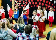 Dzieci z Przedszkola Publicznego nr 4 w Skarżysku - Kamiennej pamiętają, aby uroczyście świętować ten wyjątkowy dla nas - Polaków czas - Dzień Odzyskania Niepodległości